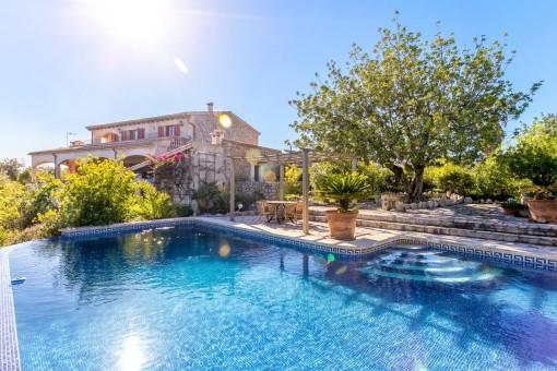 Underbar finca med pool, gästhus och magnifik utsikt över Selva