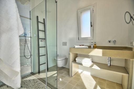 The bathrooms have Mallorcan tiles