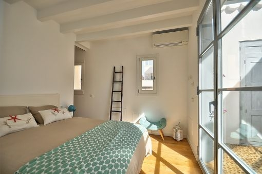 Cosy double bedroom with access to the patio