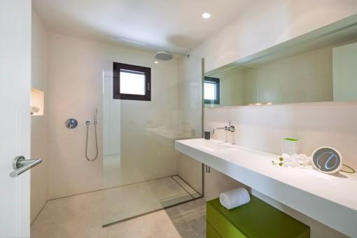 Further high-quality bathroom