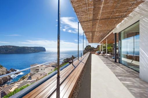 Alternative view of the impressive terrace