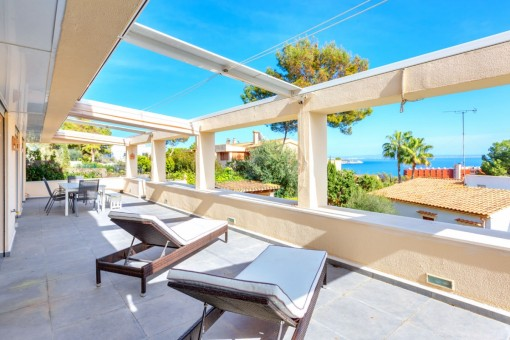 Renovated 4-bedroom apartment with private garden and superb sea views in Cas Catala