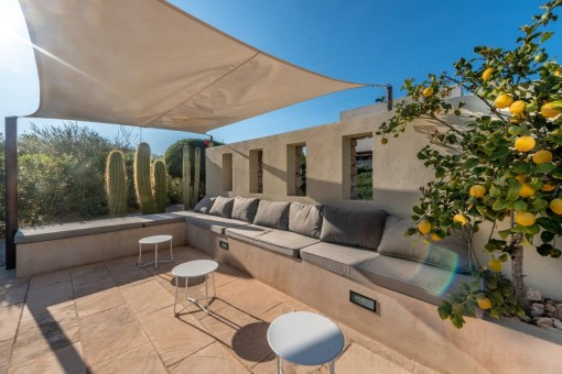 Mediterranean lounge area