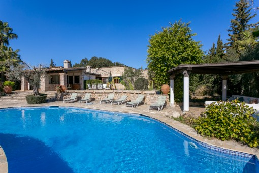 Elegant villa in Pollenca with pool, guest house and renting licence, close to the golf course
