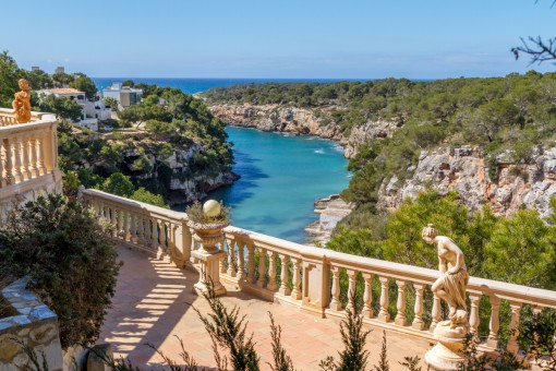 Beautiful villa above the cliffs of Cala Pi