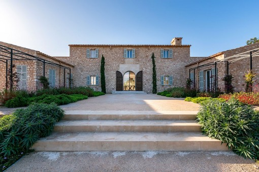 Beautiful newly-built country house with pool close to Vall D'or golf course