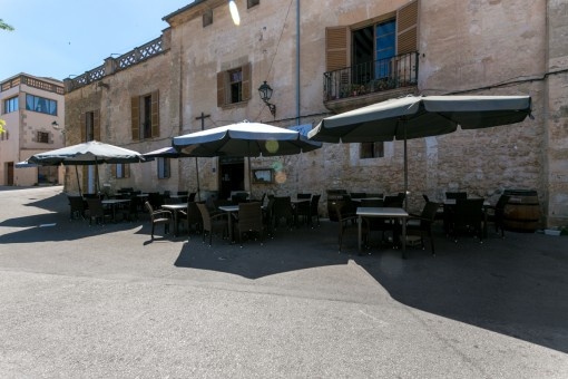 Exklusive:An unbelievable, over 1000 year-old house with 2 restaurants, a bar and a wine cellar in Sineu