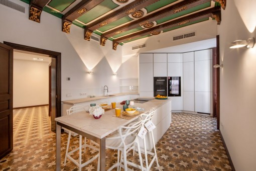 Large kitchen in white