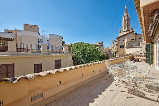 Spectacular apartment with guest apartment and large terrace in a historic palace - Can Amorós - in the heart of Palma