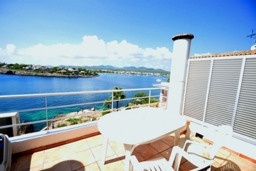 Spacious terraced house with fabulous views in sought after location in Portocolom