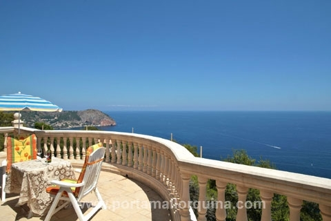 Delightful villa in sought-after locationn with surrounding views toward the northeast coast