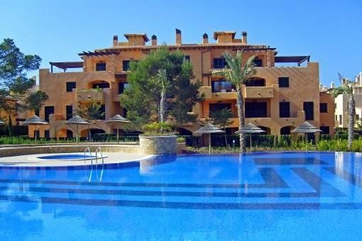 Furnished apartment with terrace and swimming pool in Puig de Ros