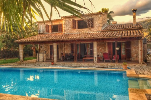 Furnished house with tennis court, pool and central heating in a quiet location in Campanet