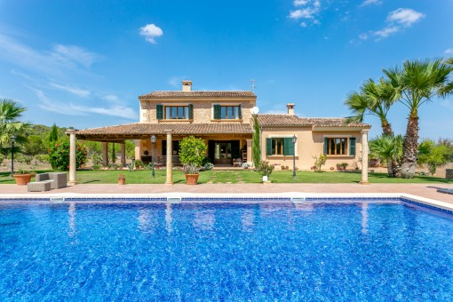 Gorgeous, stylish country home with large pool and Mediterranean garden