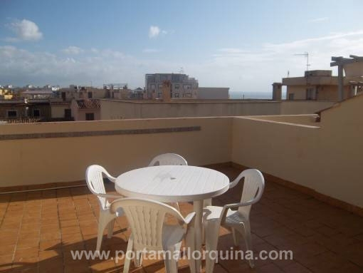 Furnished townhouse on 2 levels in 2nd sea line in Molinar with roof terrace