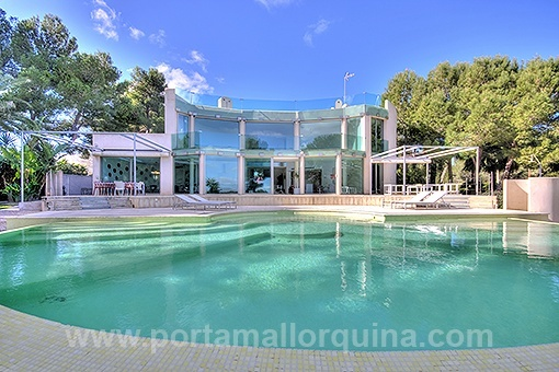 Representative Villa in a luxurious residential area nearby the sea in Sol de Mallorca