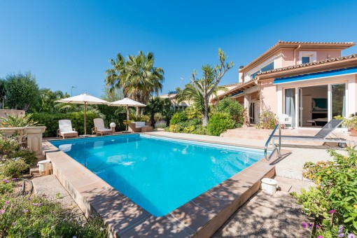 Beautiful villa with separate guest apartment and entrance in Santa Ponsa