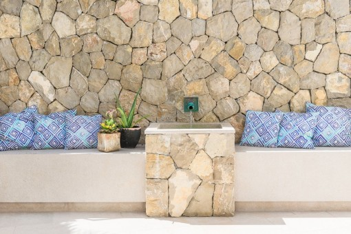 Natural stone elements
