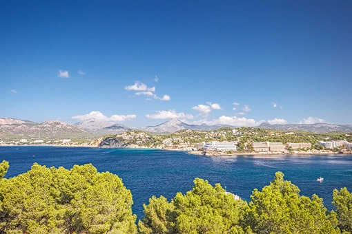 Large villa with stunning views in Santa Ponsa