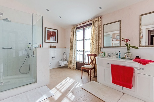 Bright bathroom with shower