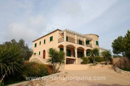 Spacious finca with guest house in splendid position and with panoramic views