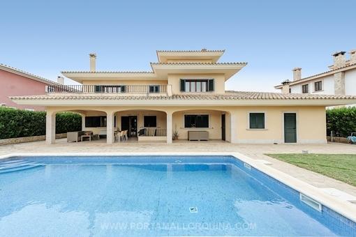 Villa in a modern-classic style with partial sea views in Cala Blava