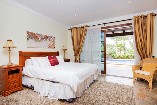 Bedroom with direct terrace acces