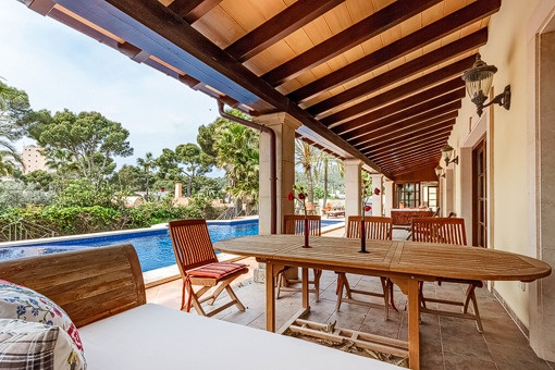 Covered terrace with pool area
