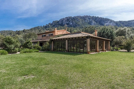 Spacious country house set on a large plot of land in Esporles