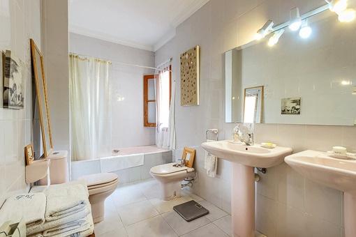 Bright bathroom with bath tub