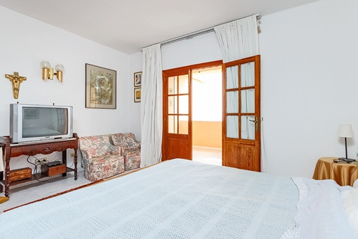 Bedroom with access to terrace