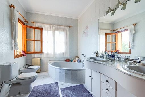 Fantastic master bathroom with jacuzzi