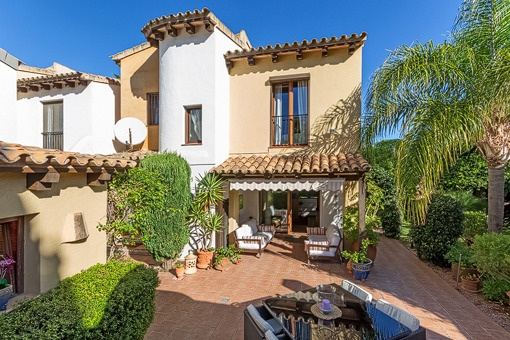 Attractive terraced house with community pool in Santa Ponsa