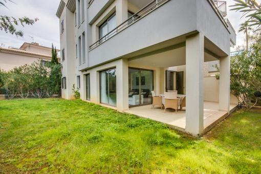 Ground floor apartment with garden in a privileged residential complex in Port Verd