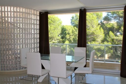 Dining area with balcony acces
