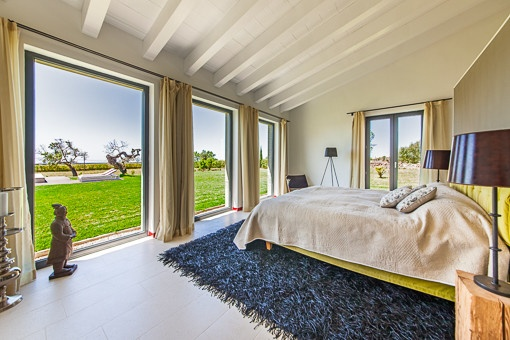 Bright bedroom with fantastic views of the garden