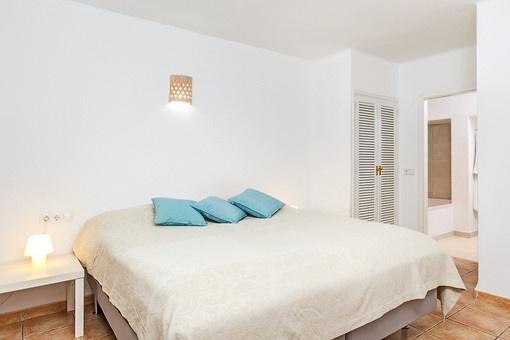 Friendly master bedroom with bathroom en suite