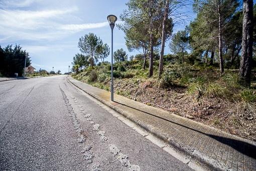 Byggklar tomt med licens för att bygga en villa i ett exklusivt bostadsområde i Alcudia