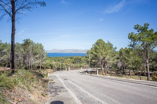 Elevated plot with nice sea views