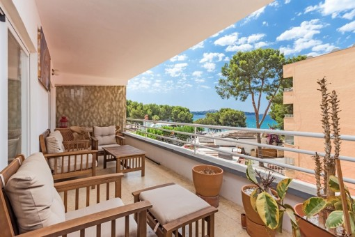 Beautiful sea-view apartment in Paguera on the 2nd sea line and very close to the beach