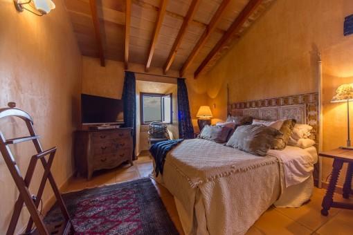 Cosy bedroom with bathroom en suite