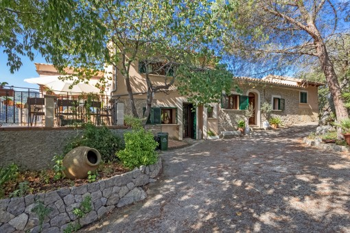 Beautiful country house high above Esporles with panoramic mountain views in a quiet surrounding