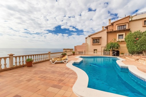 Impressive sea views from the pool area
