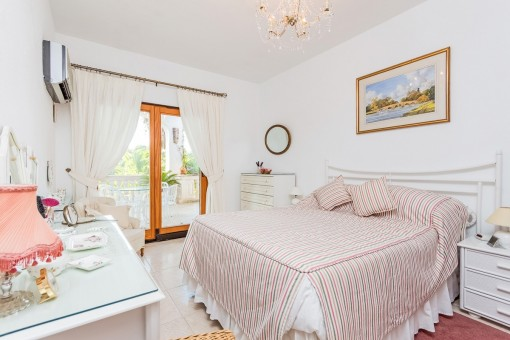 Friendly bedroom with access to terrace