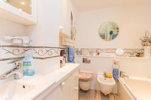 Master bathroom with bath tub en suite