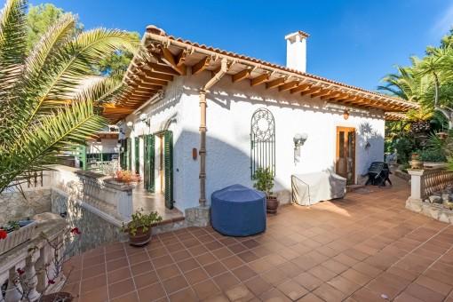 Lovely villa in desirable residential area