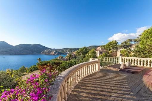 South-facing villa with spectacular sea views in Camp de Mar