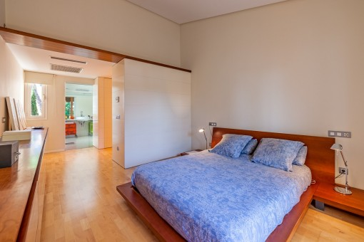 Beautiful master bedroom with bathroom en suite