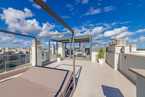 Spacious and sunny roof terrace of 180 sqm