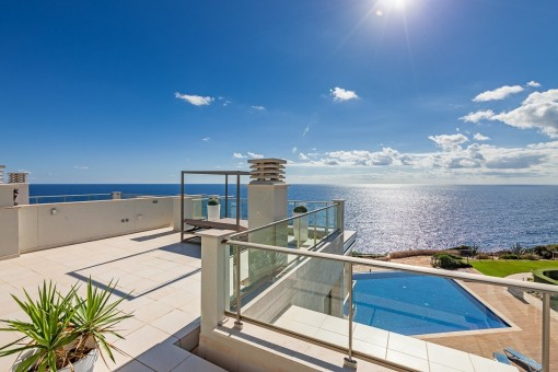 Impressive sea views from the large roof terrace